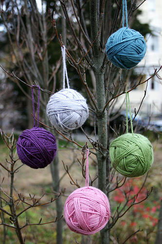 Tutorial : Yarn Ball Ornaments