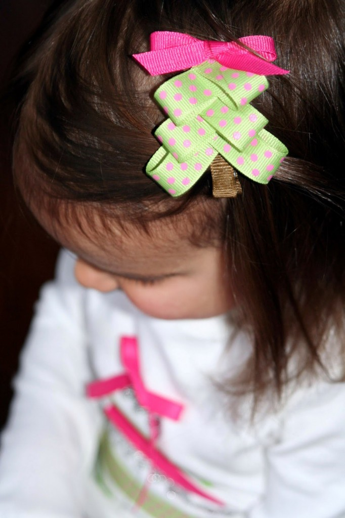 30 Cute And Easy To Make Hair Bows – Page 2 Of 2 – Cute DIY Projects - Christmas Tree Hair Bows