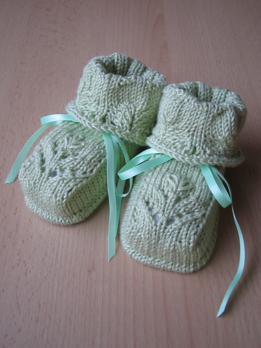 Knitted-Baby-Booties