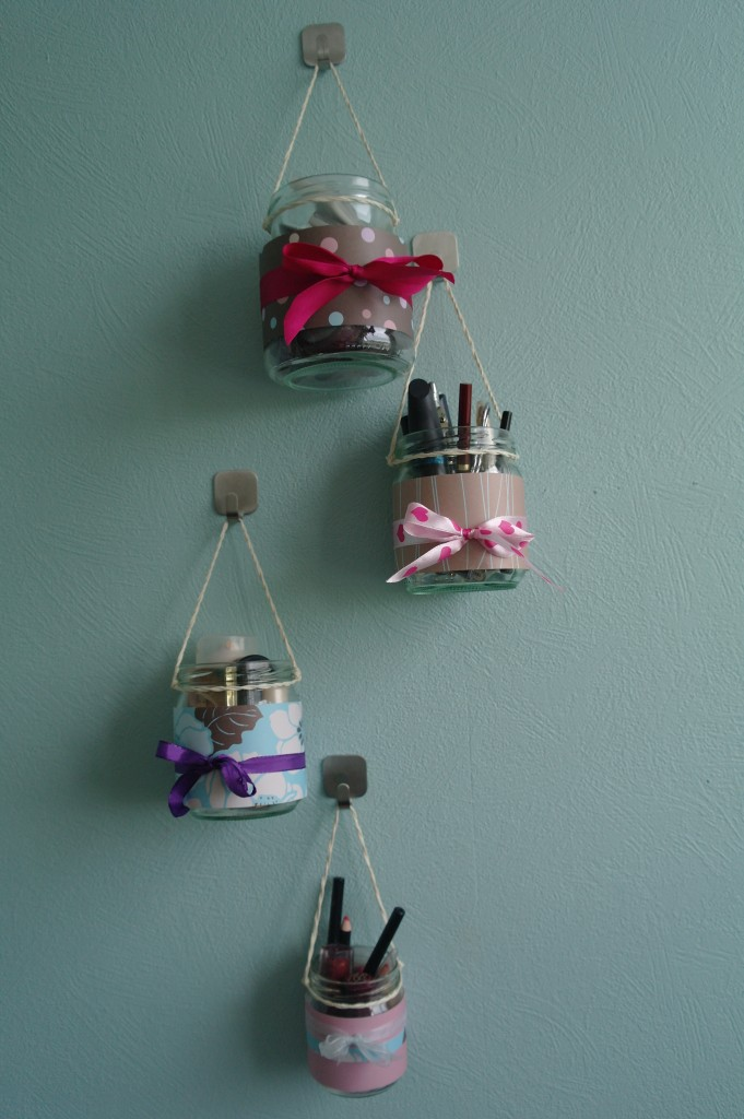 25 brilliant and easy diy makeup storage ideas cute diy projects makeup organizer hanging jars solutioingenieria Gallery