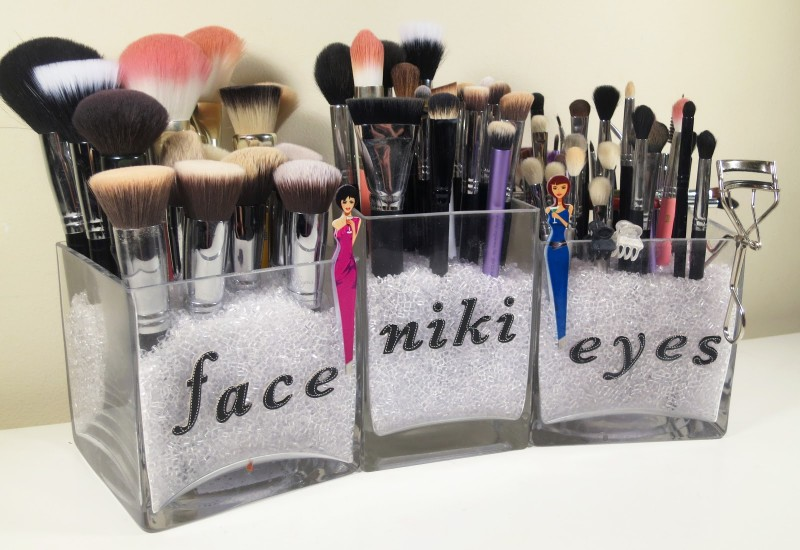 Simplistic Makeup Brush Storage