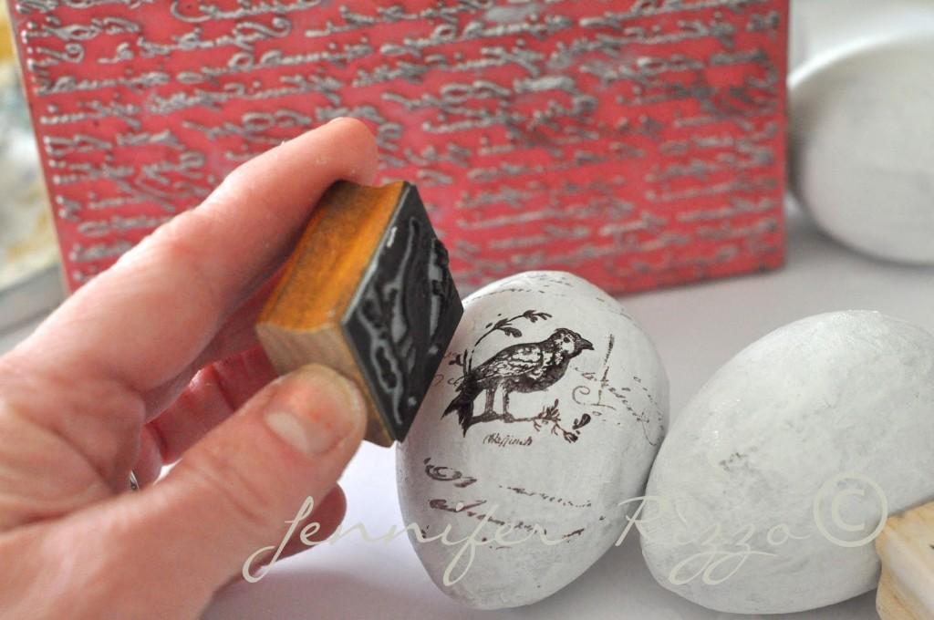 DIY hand stamped eggs. 25  Easy to Make DIY Vintage Decor Ideas   Cute DIY Projects