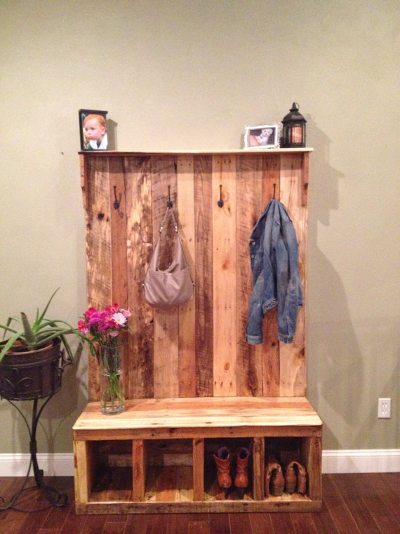 Pallet-Based Wood Entry Bench