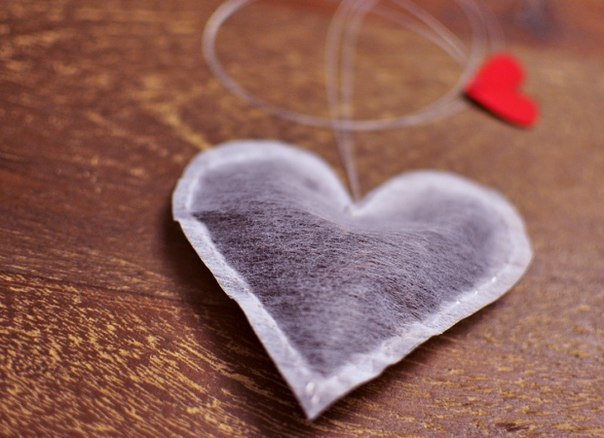 35 unique diy valentines day gifts for men create your own heart shaped tea bags and present them to your valentine this year use your favorite teas like early grey english breakfast or green tea solutioingenieria Image collections