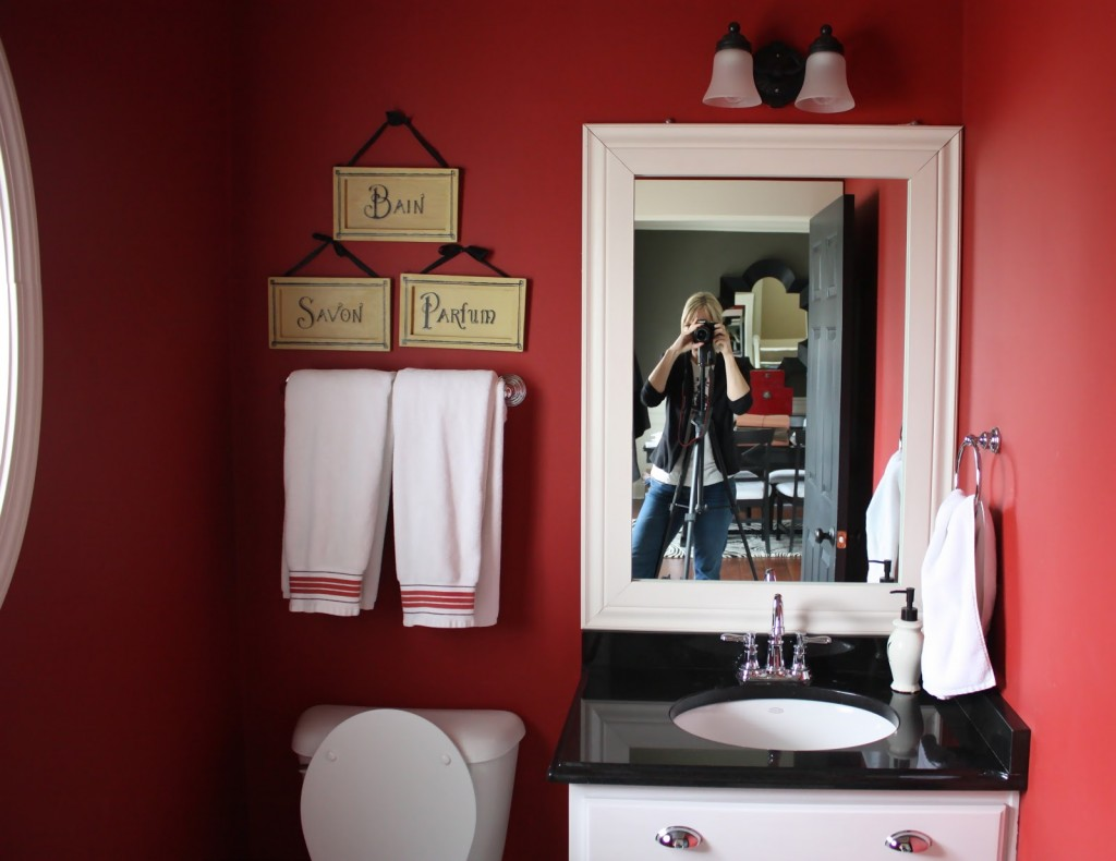 "Here Is How You Give Your Powder Room A ""Facelift"""