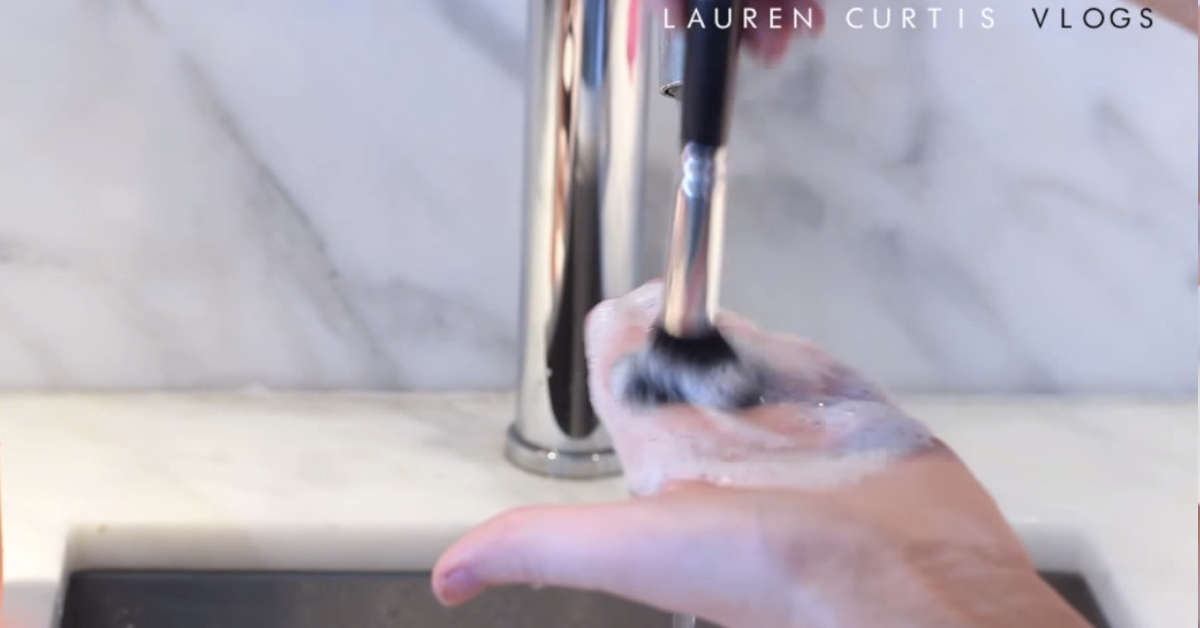How To Clean Your Makeup Brushes Like A Professional Makeup Artist! – Cute DIY Projects