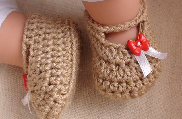 Posh Crochet Booties For Your Little Fashionista