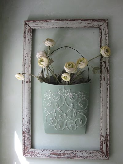 25 diy shabby chic decor ideas for women who love the for Shabby chic wall art