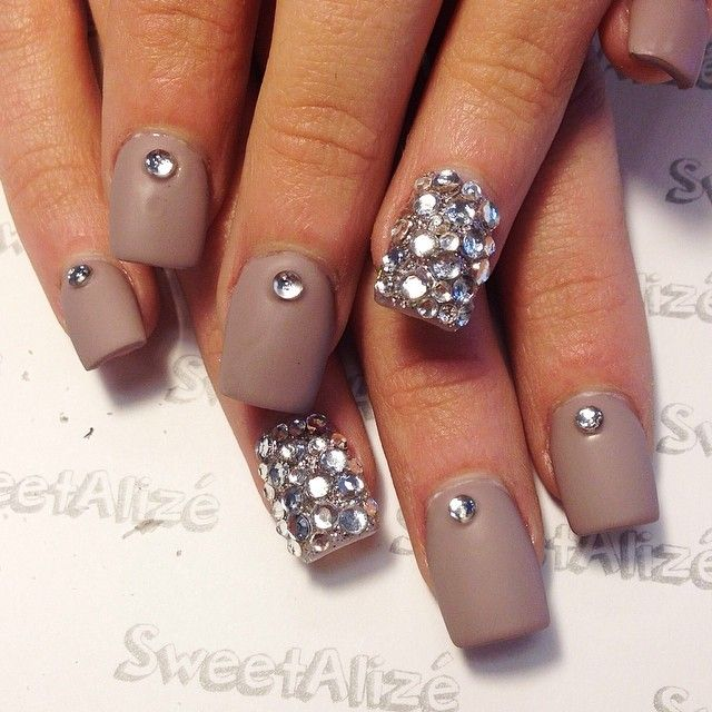 30 awesome acrylic nail designs youll want in 2016 rhinestone acrylic nail designs solutioingenieria Image collections