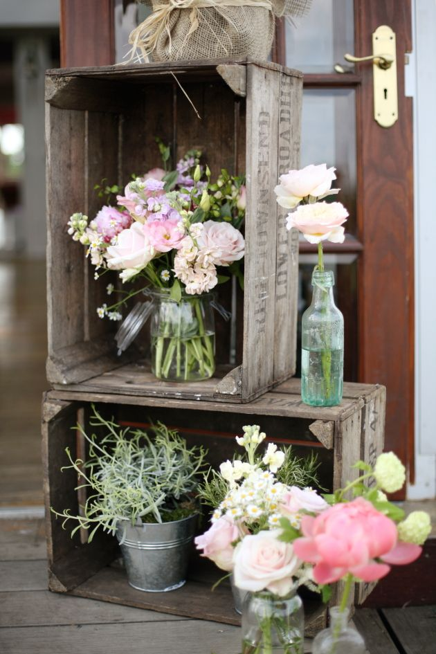 Shine on your wedding day with these breath taking rustic for Cadre floral mural