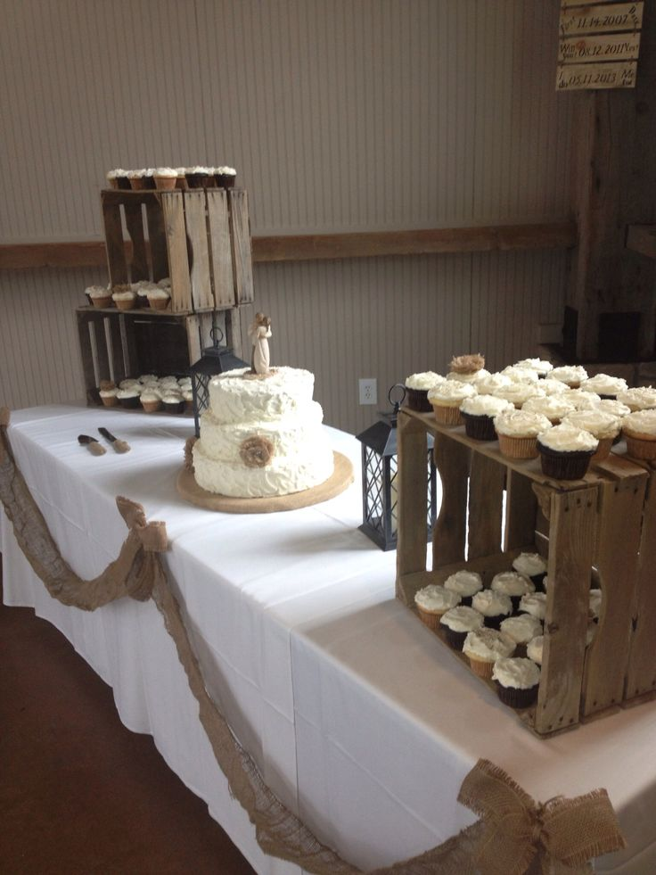 Shine on your wedding day with these breath taking rustic wedding rustic wedding cupcakecake display junglespirit