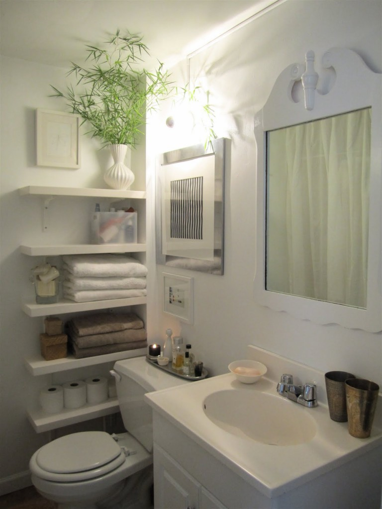 50 small bathroom ideas that you can use to maximize the for Tiny bath ideas