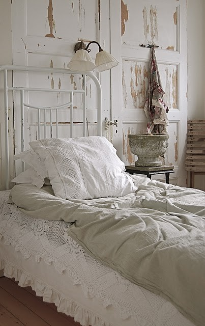 Add A Vintage Door To Your Bedroom – Right Behind The Bed