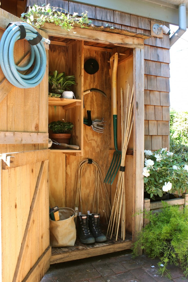 25 awesome garden storage ideas for crafty handymen and for Outdoor tool shed