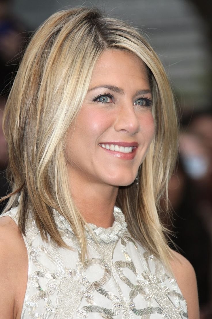 30+ Modern Medium Hairstyles For A Clean-Cut Hollywood Look ...