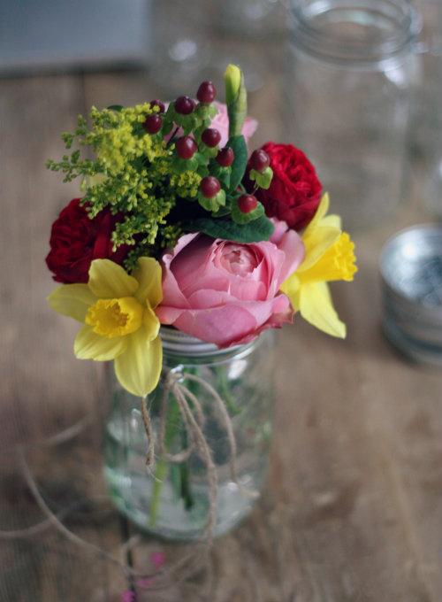 Make Your Own Hanging Mason Jar Flower Vase
