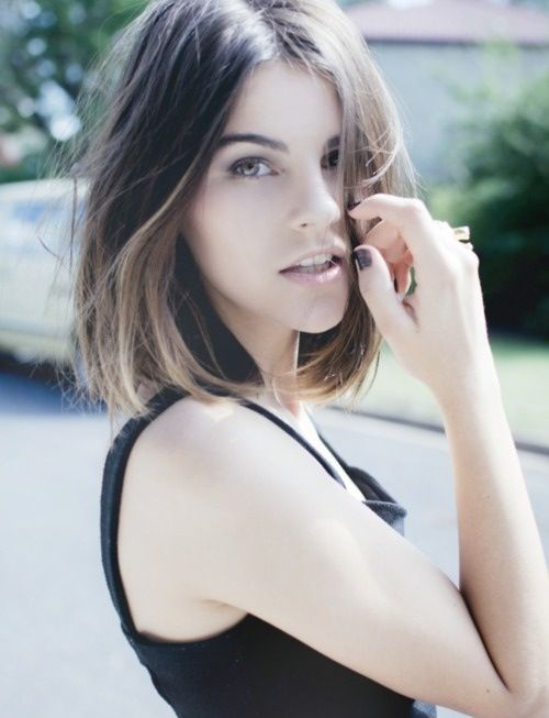 Prime 30 Modern Medium Hairstyles For A Clean Cut Hollywood Look Short Hairstyles Gunalazisus