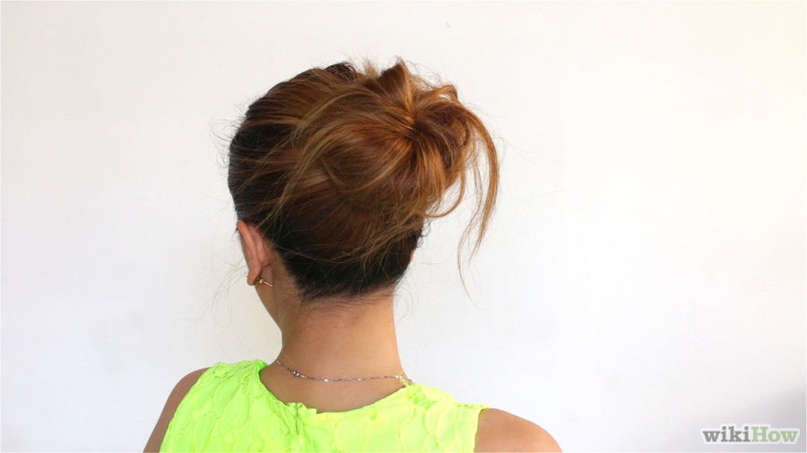Make Yourself A Chic And Romantic Messy Bun