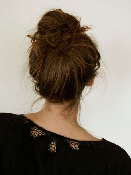 Simple And Loose Messy Bun Tutorial