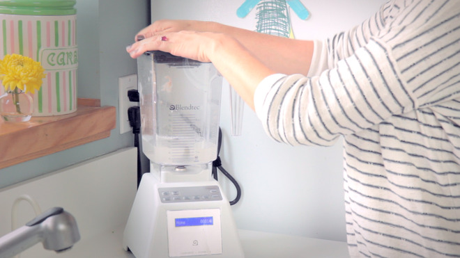 how to clean a blender with vinegar