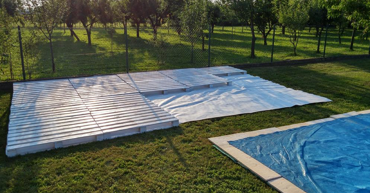 They Built A Gorgeous Poolside Patio Using Only Discarded Wooden Pallets..