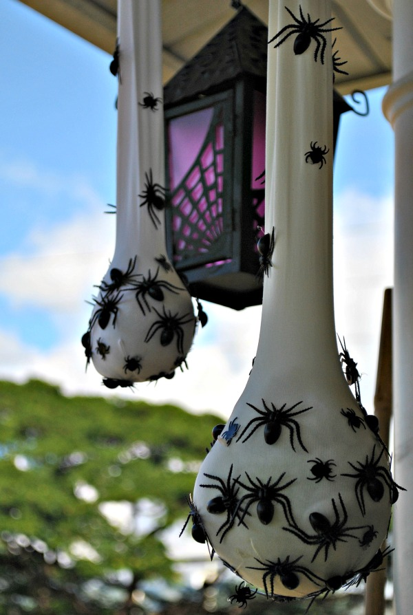creepy halloween decor spider sacs - Diy Outdoor Halloween Decorations