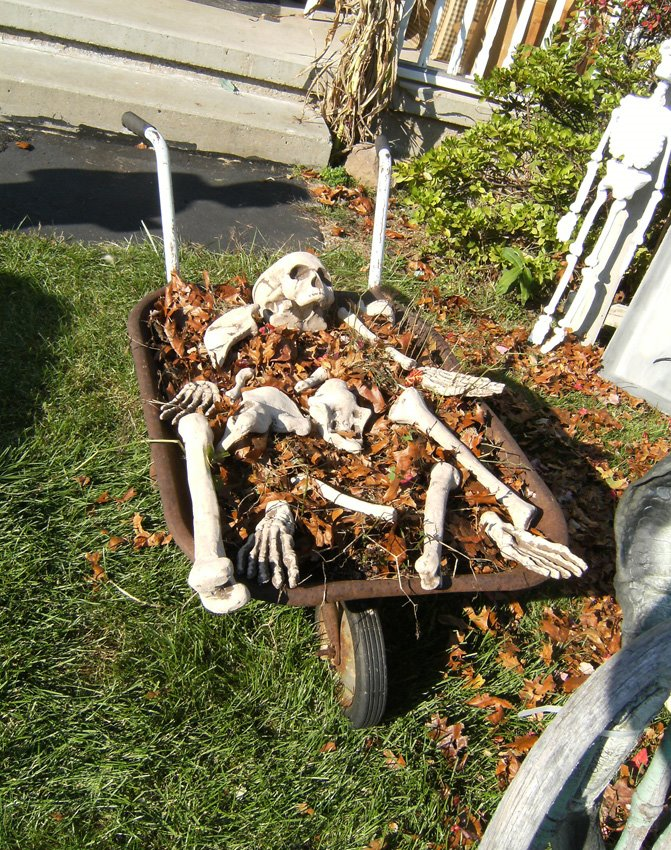 diy cemetery - Home Made Halloween Decorations