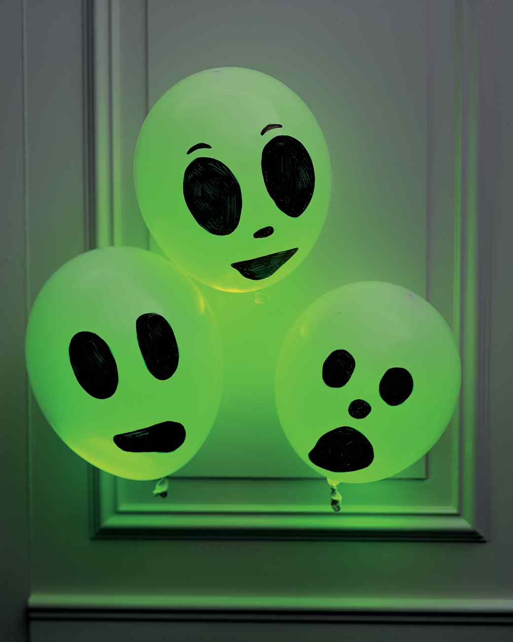 but flaunting their haunting side in the dark these glowing ghosts are an utterly easy and impactful halloween decor idea that you could ever imagine - Holloween Decorations