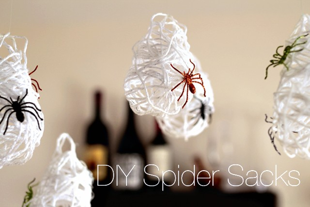 Handmade Halloween: Spider Sack Decor