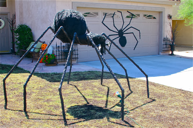 31 invasion of the giant pvc spider - Diy Outdoor Halloween Decorations