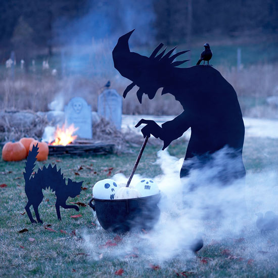 outdoor witch decor - Halloween Witch Decoration
