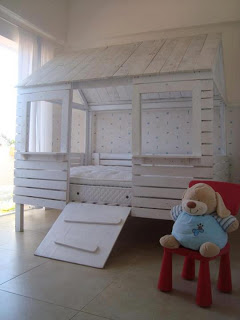 20 incredibly useful and adorable kids pallet furniture for Kids pallet bed