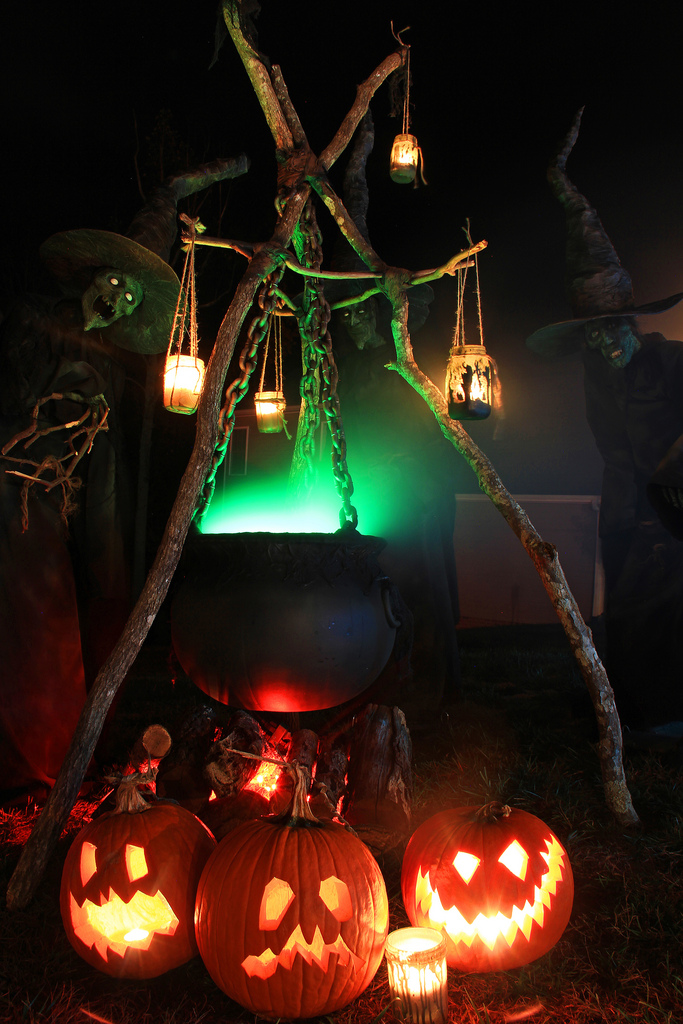 50 easy diy outdoor halloween decoration ideas for 2017 - Deco citrouille halloween ...