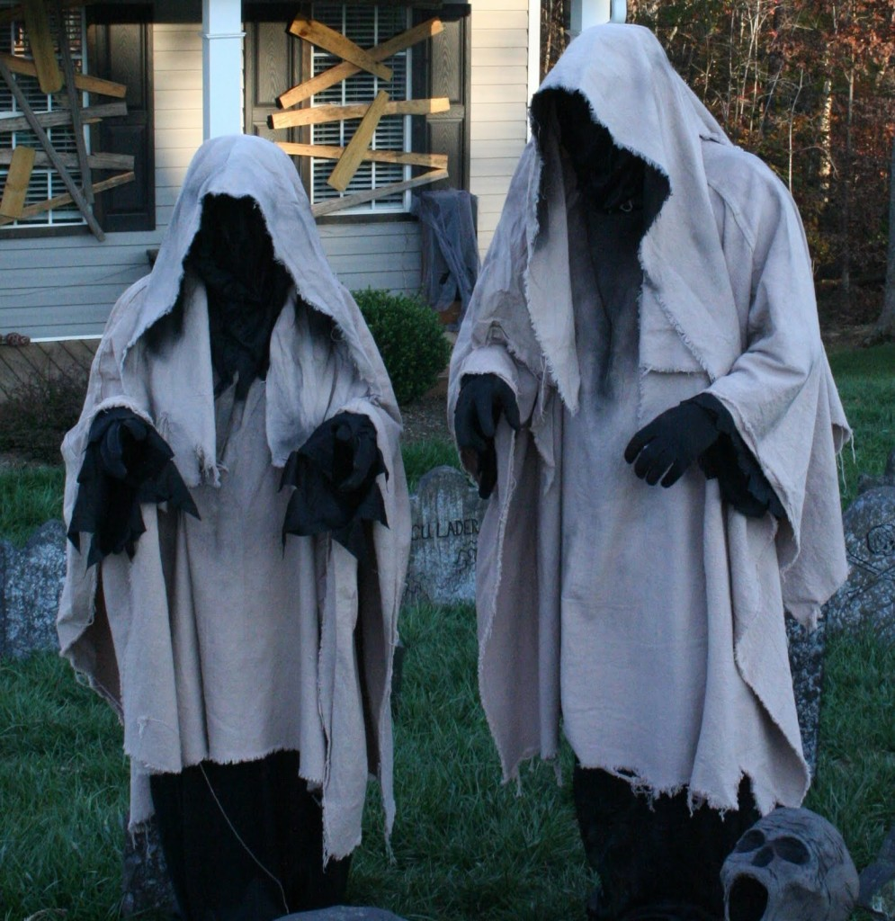 Scary outdoor halloween decorations to make -  With Grim Reapers Standing Tall In Your Backyard Ready To Steal All Souls On The Night Of Halloween Hard To Believe That It S A Super Easy Diy Outdoor