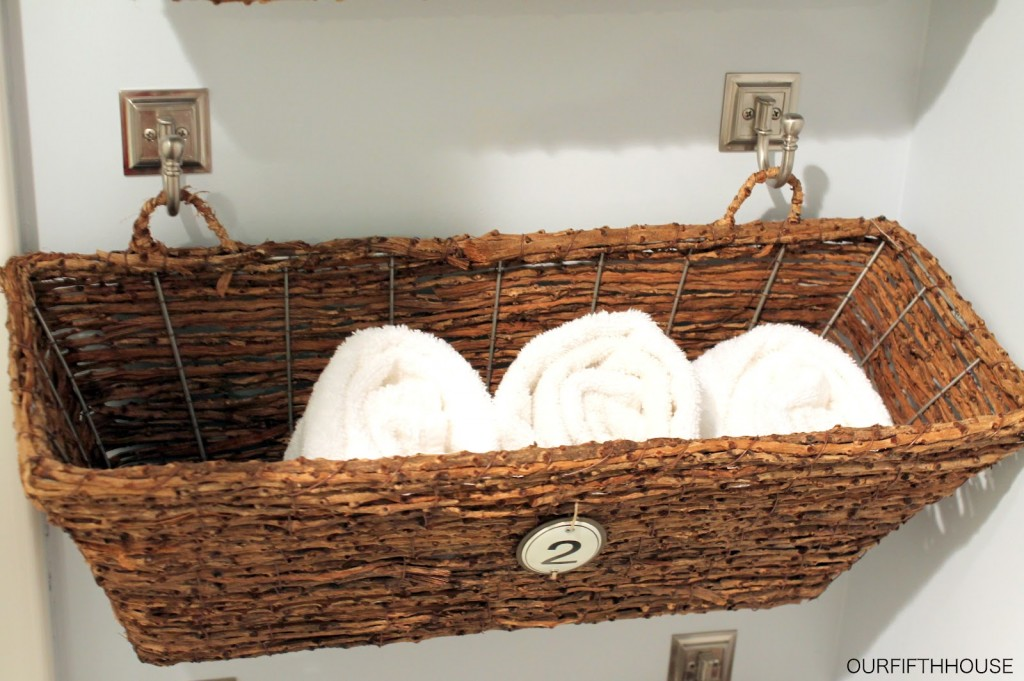35 exquisite home organization ideas to get rid of all for Bathroom basket ideas