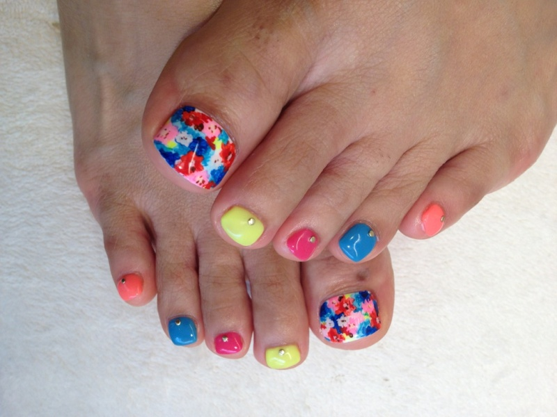 44 easy and cute toenail designs for summer cute diy projects colorful floral toenail art prinsesfo Image collections