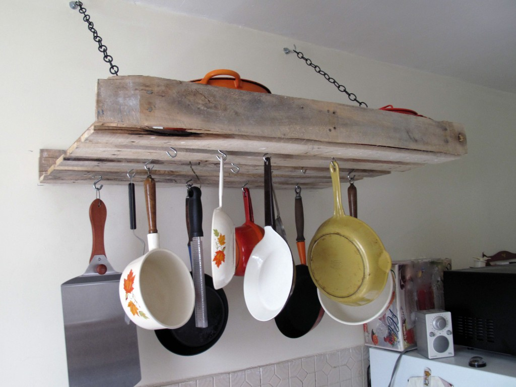 Home Improvements : Pallet Pot Rack