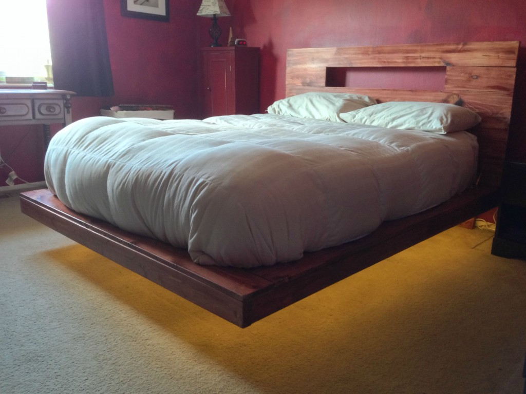 Pallet bed with lights - Raised Platform Pallet Bed