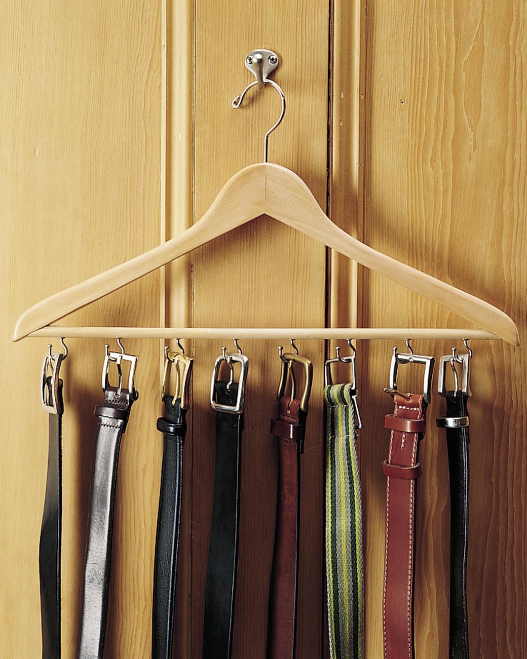 Делаем вешалку для одежды своими руками