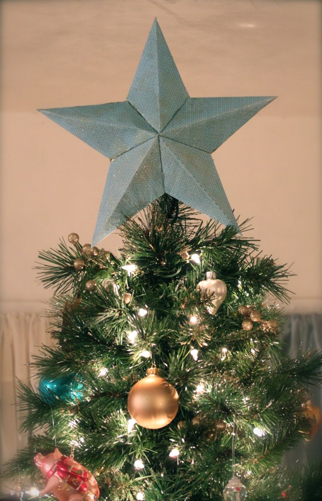 Christmas Tree Color Spray : Ideas on christmas tree toppers that can reinvigorate
