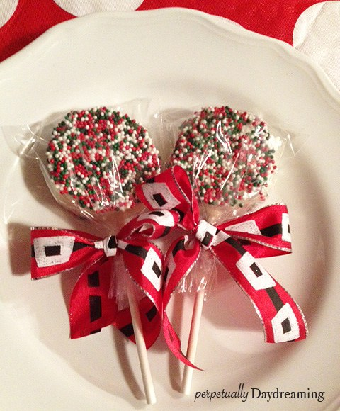 Christmas-y Chocolate Covered Oreo Pops