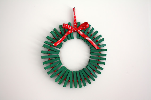 DIY Clothespin Wreath - Card Hanger