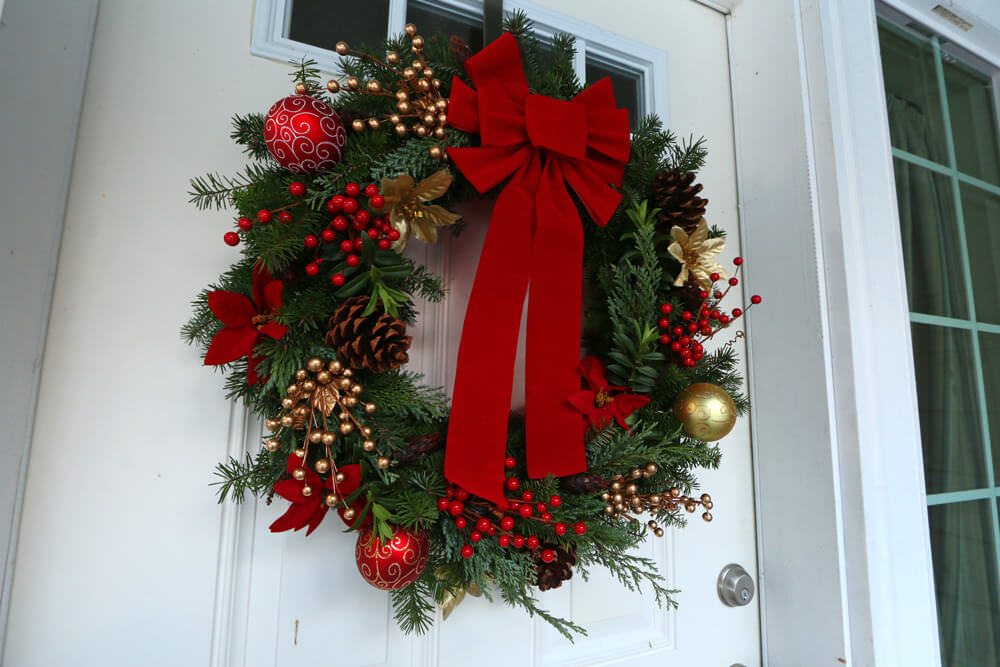 35 diy christmas wreaths that are loaded with enchanting for How to make christmas door wreaths