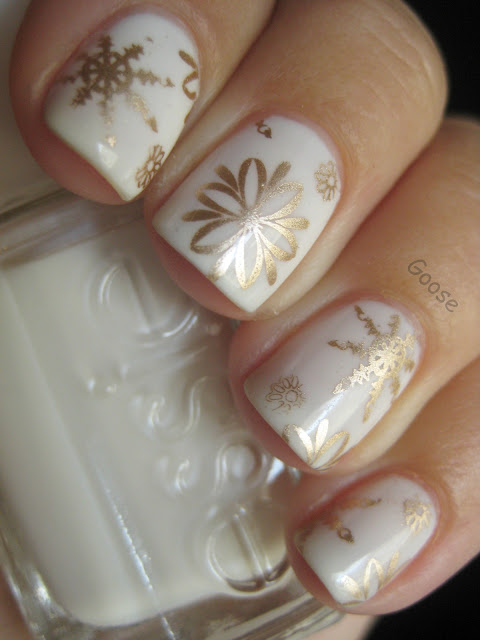 Christmas Nails : Golden Snow Tutorial