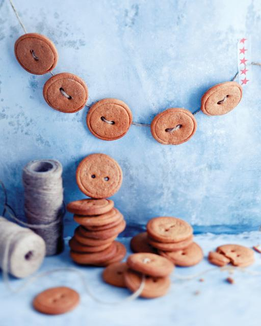 Gingerbread Button Garland