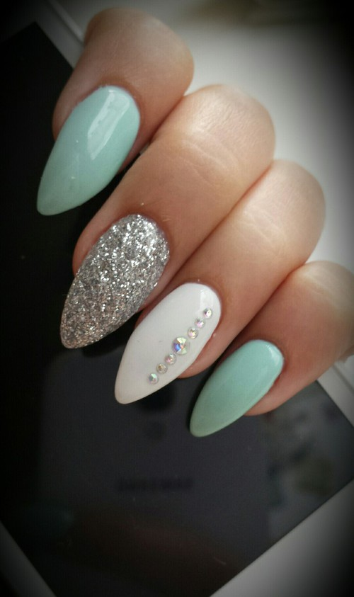 Combining Aqua White And A Pinch Of Silver Make The Whole Scenario Super Soothing To Experience As Well Look At This Pretty Gel Nail