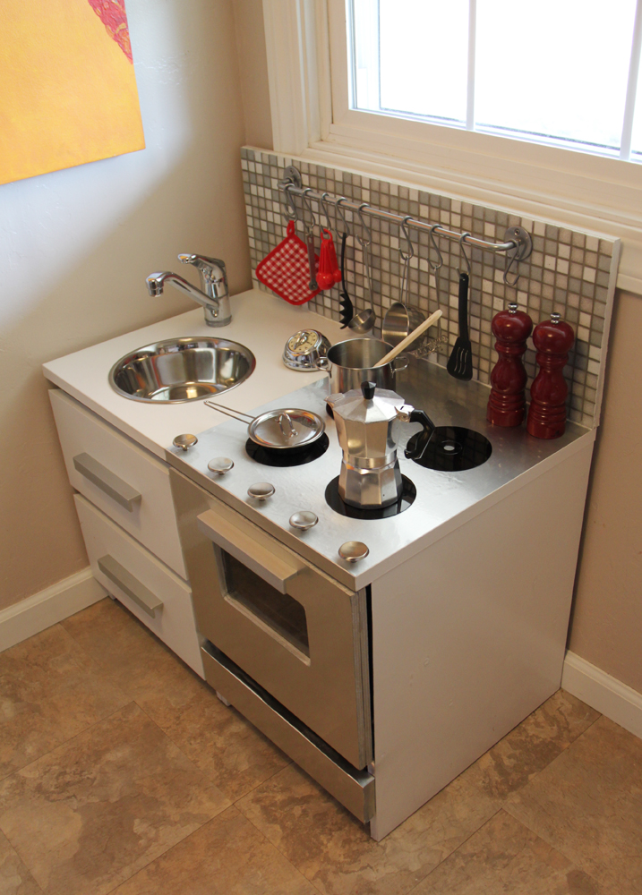 25 diy play kitchen ideas apt and appropriate for your for Best diy kitchens