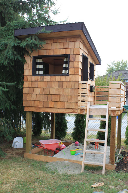 25 Amazing Outdoor Playhouse Ideas To