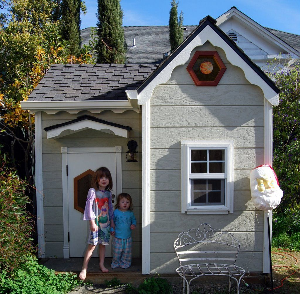 25 amazing outdoor playhouse ideas to keep your kids occupied How to build outdoor playhouse