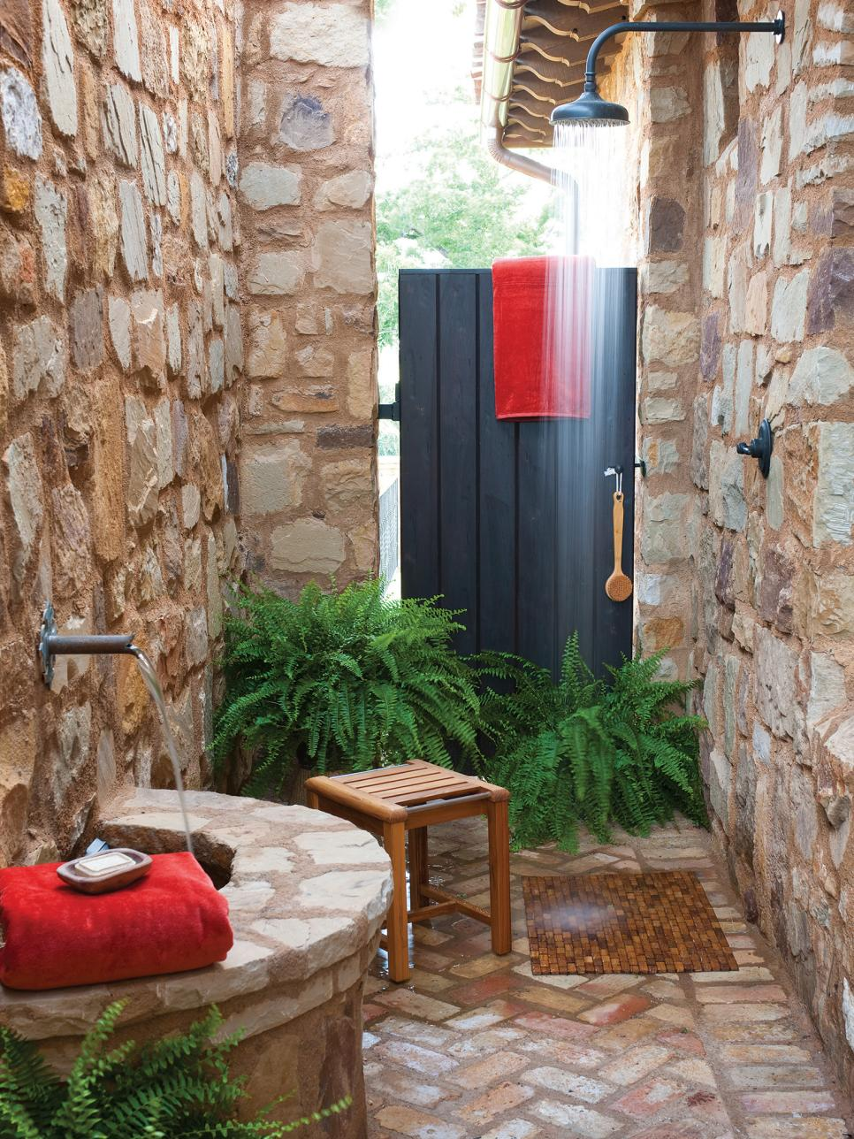 15 fabulous outdoor shower ideas letting you cherish a for Open air bathroom designs
